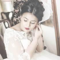 Experienced wedding photographer!