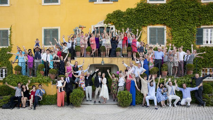 Guest gathered around the Bride and Groom at the amazing venue of the vineyard of Quinta Sant´Ana, Portugal.