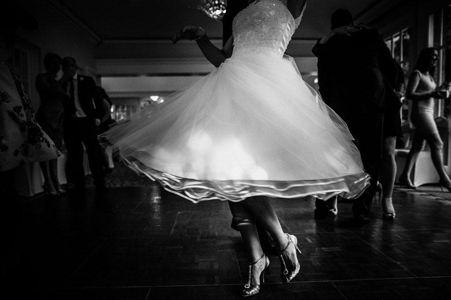 Hampshire wedding photography - First Dance