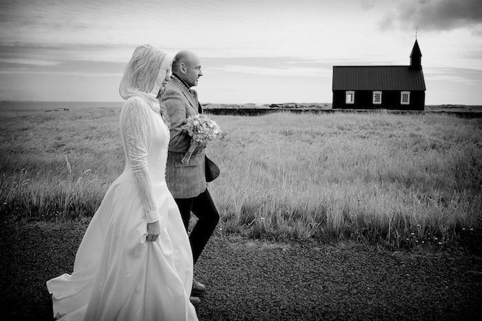 reportage wedding photography docuwedding Iceland