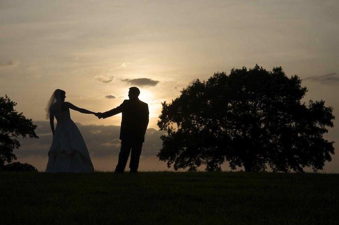 How to choose a perfect wedding photographer