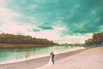 putney-bridge-south-west-london-affordable-mid-budger-wedding-photographer.jpg