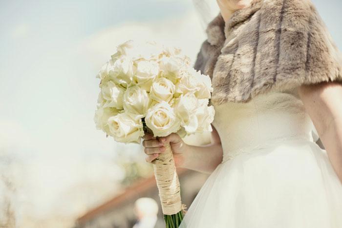 wedding photographer - Bride with Flowers